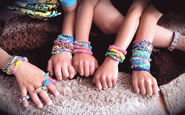 Bracelets en élastiques chez les 5-12 ans